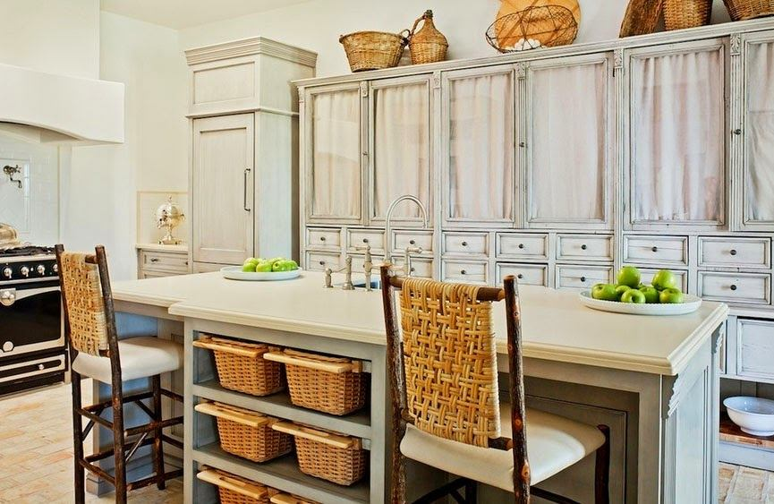 Кухня в цветах: черный, серый, светло-серый, коричневый, бежевый. Кухня в стилях: французские стили.