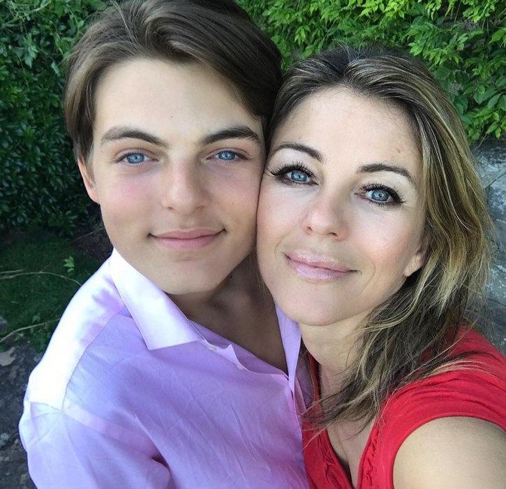 Элизабет Херли с сыном