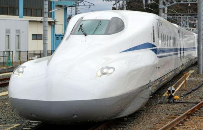 Новый японский поезд-пуля с автомобильным дизайном.
