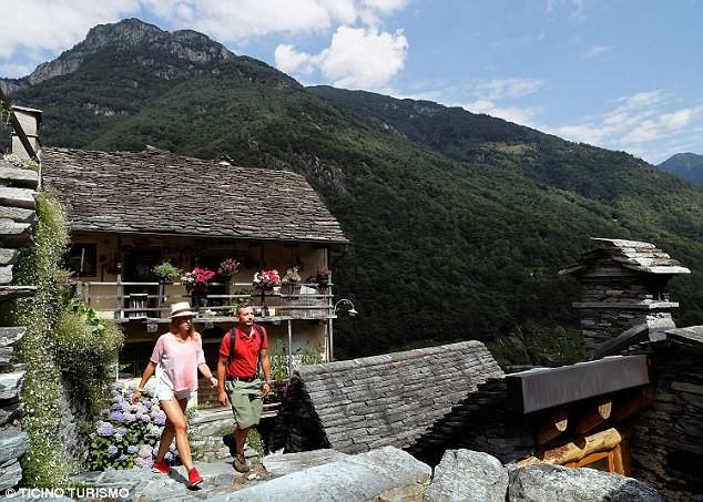 600-летняя швейцарская деревушка борется за выживание Спасение утопающих, гостиница, деревушка, самая маленькая, туризм, швейцария