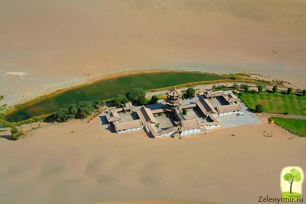 Удивительный оазис — озеро Полумесяца в пустыне Гоби - 8