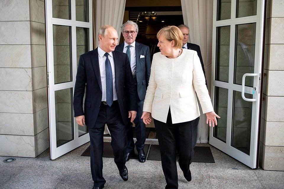 Меркель никто! Все за Россию. Любить Россию никто не обещал, даже Меркель.