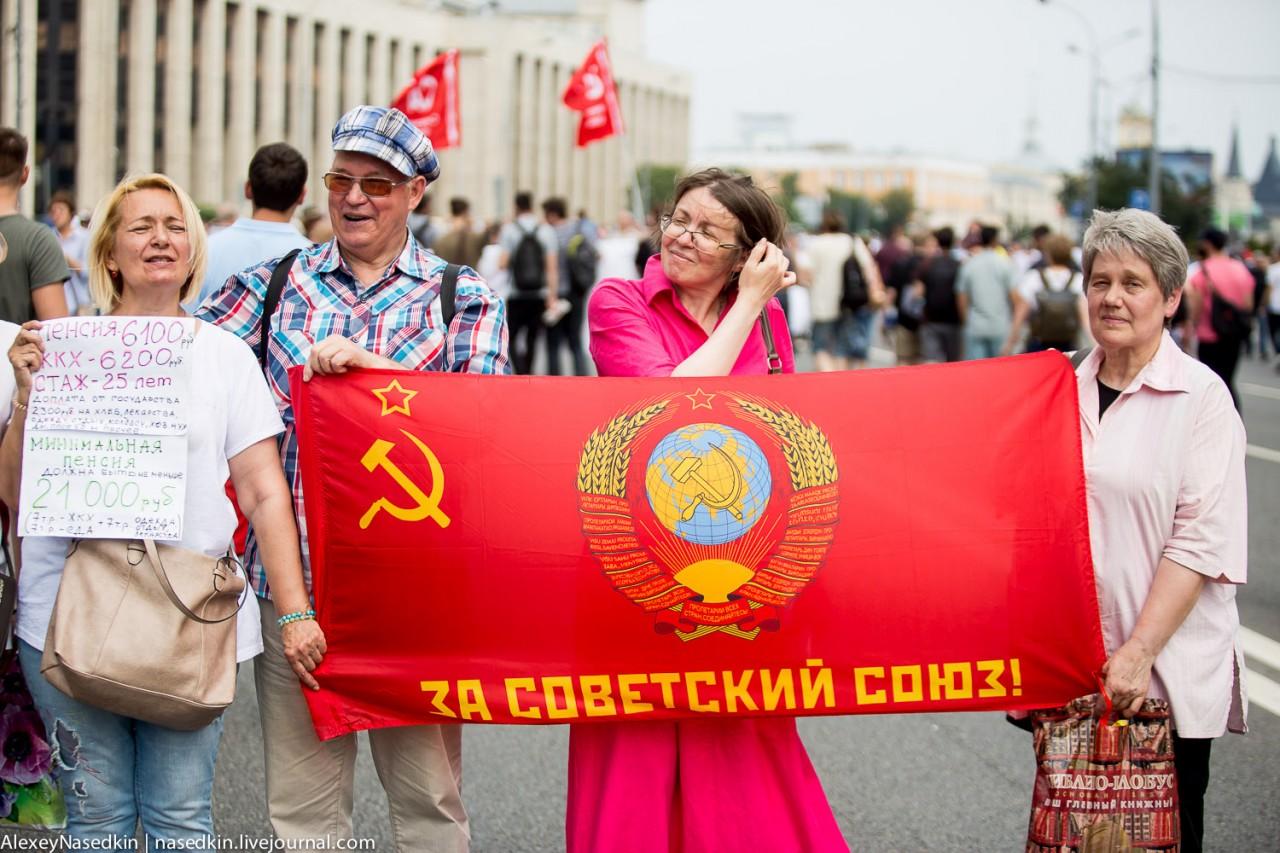 Путину и Медведеву передали пламенный привет из СССР (фото)