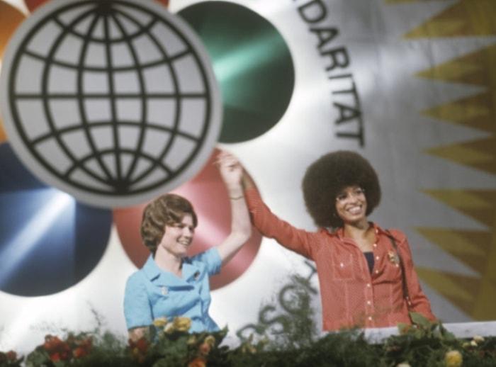 Валентина Терешкова и Анджела Дэвис на митинге солидарности с народами всех стран в Берлине, 1973 | Фото: ria.ru