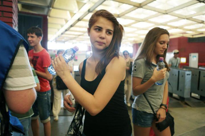 В московском метро бесплатно раздают воду