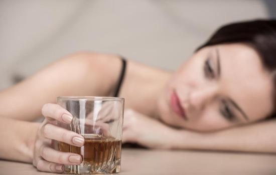 """Как перестать использовать алкоголь в качестве """"эмоциональных костылей""""? Разбор реальных жизненных случаев"""