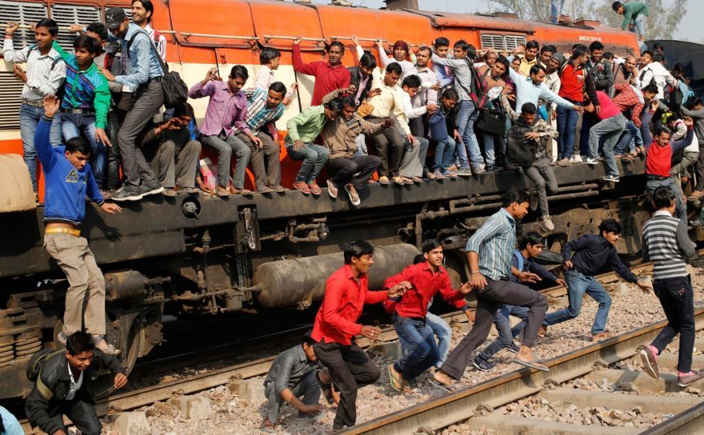 Поезд раздавил полсотни весе…