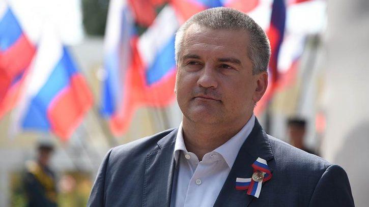 Аксенов выступил против «варягов» в Крыму