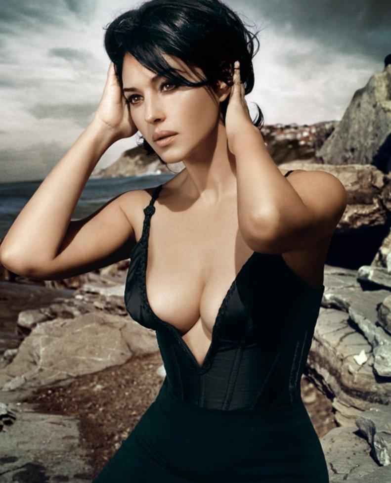 Роскошные декольте красивейших итальянских актрис