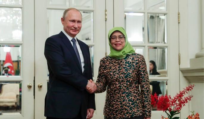 Президент Сингапура растерялась рядом с Путиным (видео)