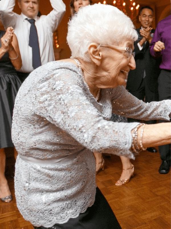 85-летняя женщина изменила свое тело.