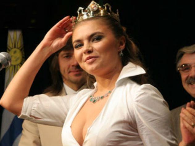 Кабаева пришла в Большой театр в королевских серьгах
