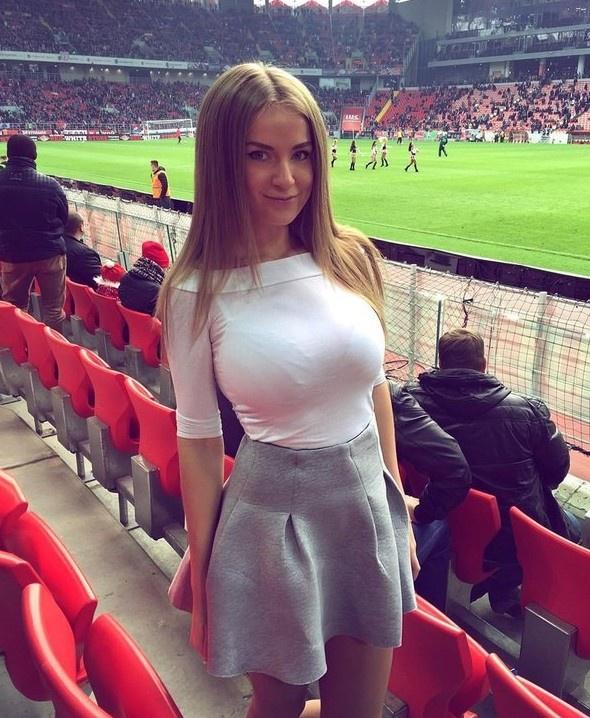 Горячие футбольные фанатки!