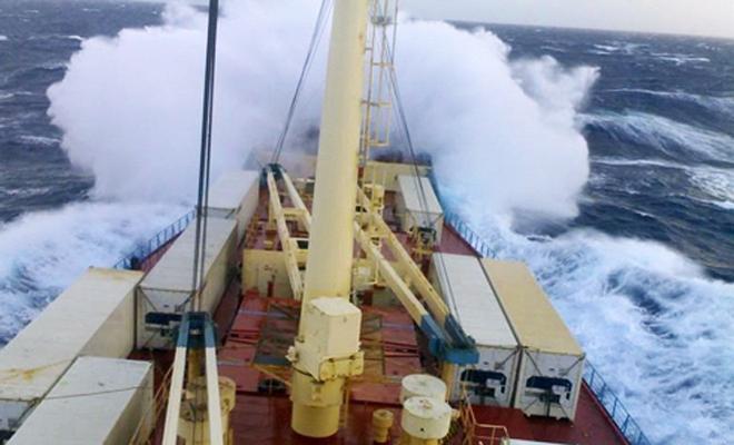 Что делает с кораблем сильный шторм. Как он выдерживает!