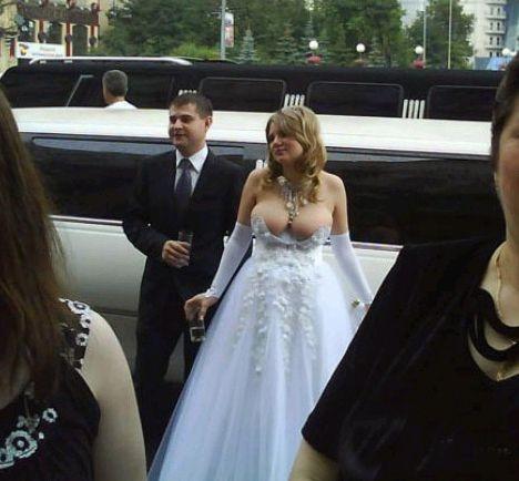 2. Она так счастлива, что сейчас лопнет невесты, свадебное платье