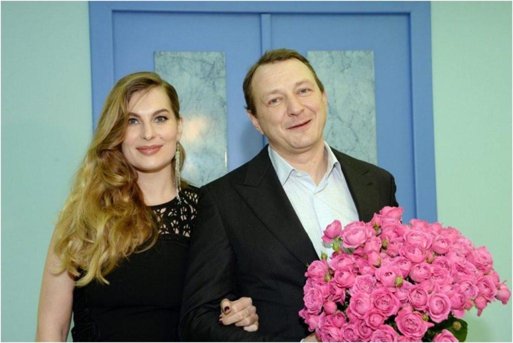 «Всё простила и забыла»: жена Марата Башарова впервые после инцидента вышла с ним в свет
