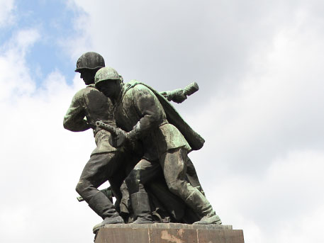 Polska , do widzenia !: В Польше снесут все памятники советской эпохи