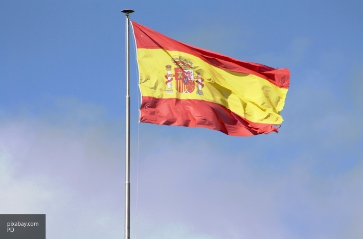 Пучдемон на видео поцеловал флаг Испании, завив об отсутствии проблем с страной