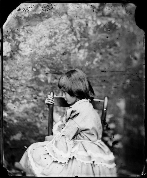 """Алиса Лидделл - та самая """"Алиса в стране чудес"""", для которой Льюис Кэрролл и написал свое бессмертное произведение."""