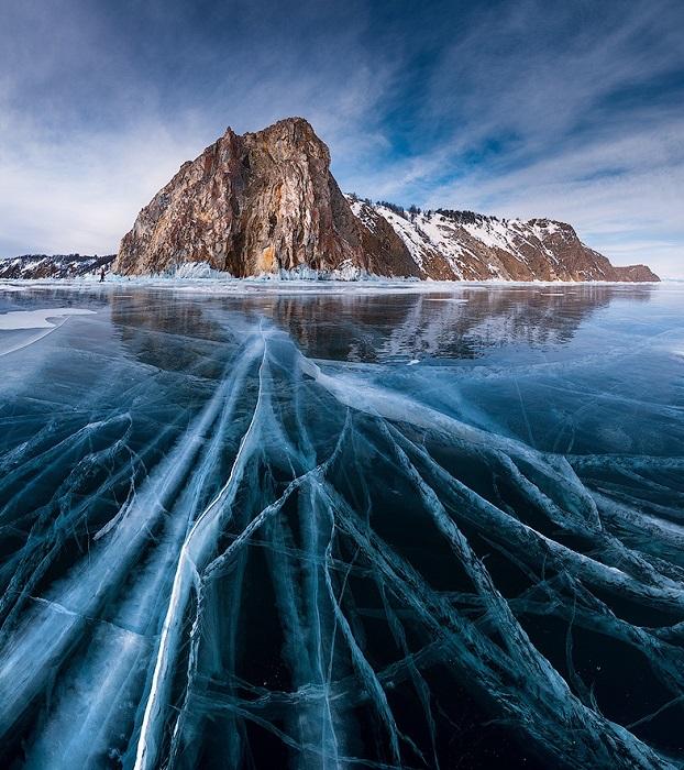 Озеро находится в очень древней котловине и является жемчужиной Сибири.