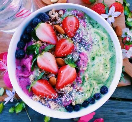 Смузи-боул — 7 рецептов смузи в тарелке