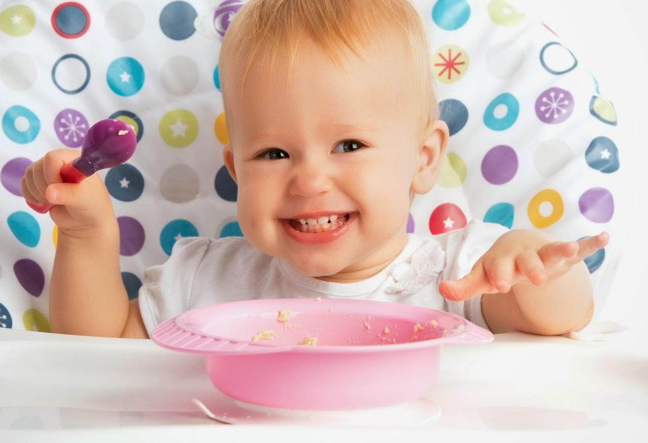 Чем и как кормить малыша после года? 10 «нельзя» в воспитании ребёнка!