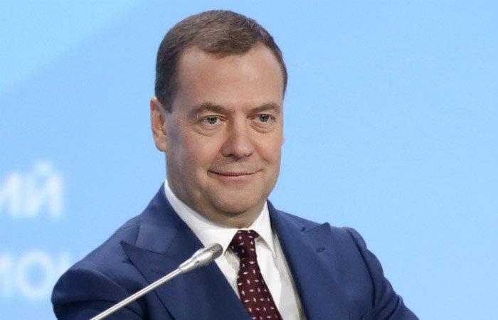 Медведев: рабочая неделя скоро станет четырехдневной