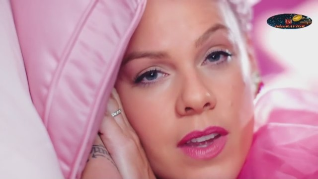 Premiere! P!nk — Beautiful Trauma (Official Video)