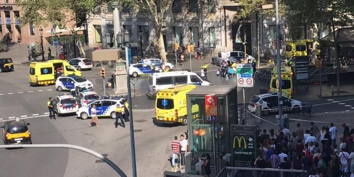 Фургон протаранил людей в центре Барселоны, есть пострадавшие
