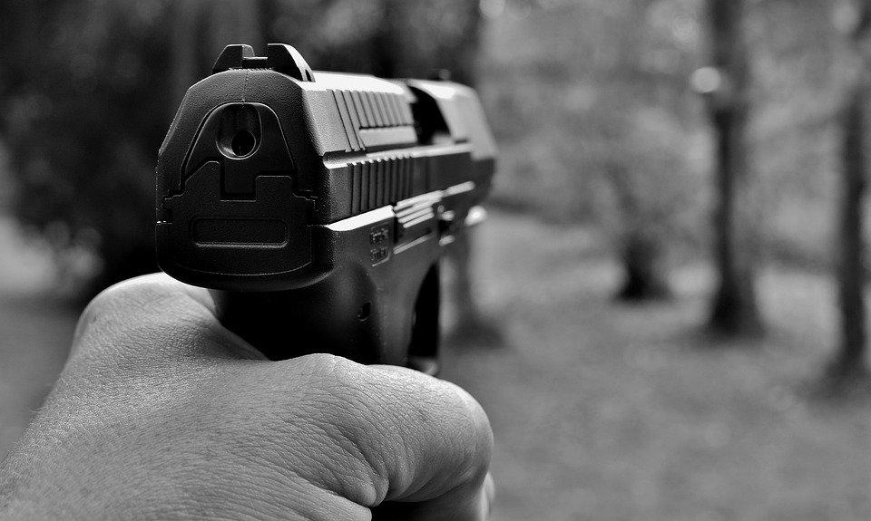 В Хабаровске водитель под корвалолом устроил ДТП и угрожал автоледи пистолетом