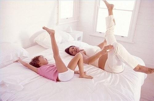 10 полезных упражнений для суставов, не вставая с постели