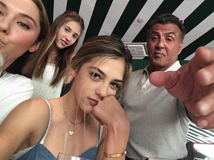 К этим девочкам приковано внимание всех мировых СМИ. В жизни не поверишь, чьи они дочки!