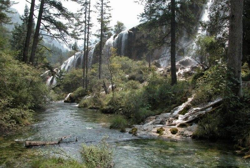 Сказочный водопад Нуорилан, оживающий с лучами солнца
