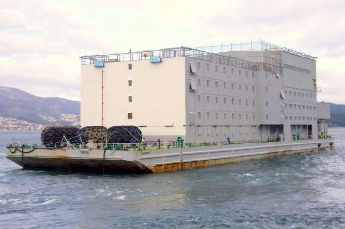 В четырехэтажной плавающей тюрьме «HMP Weare» было 400 камер / Фото: korabley.net