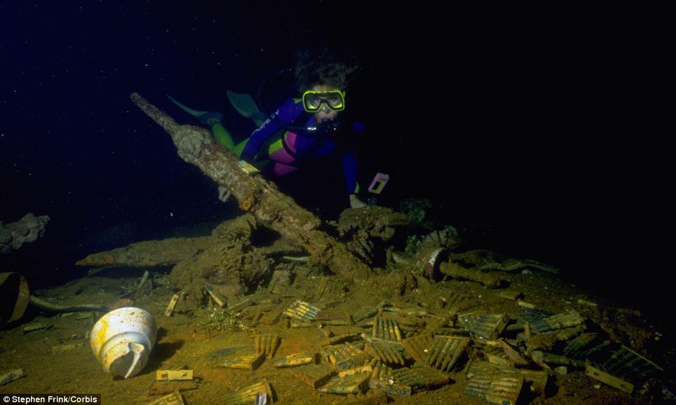 Трюмы затонувших кораблей полны предметов времен Второй мировой войны