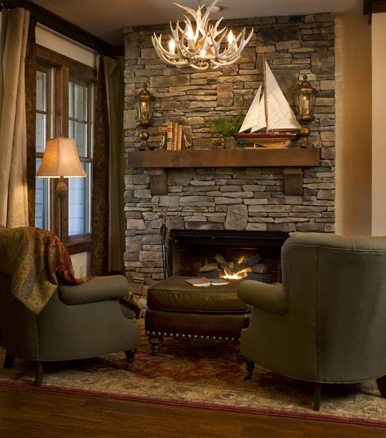 Создать теплый и уютный уголок при наличии камина совсем не сложно