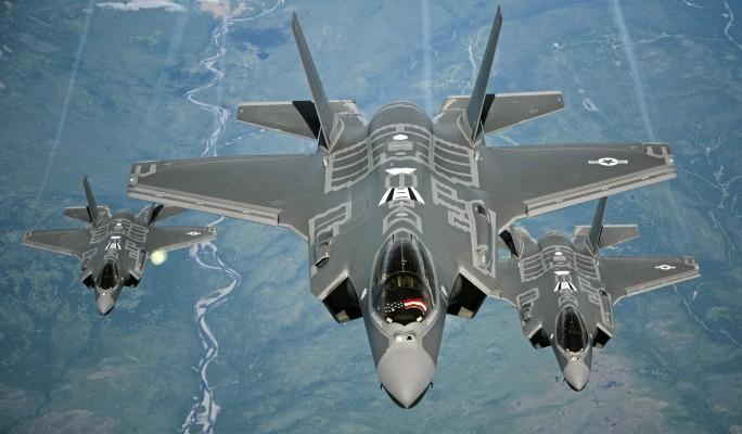 Американские самолеты прибли…