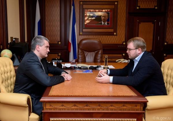 Глава Крыма и министр информ…