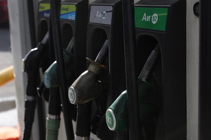 92-й бензин в России начал дешеветь