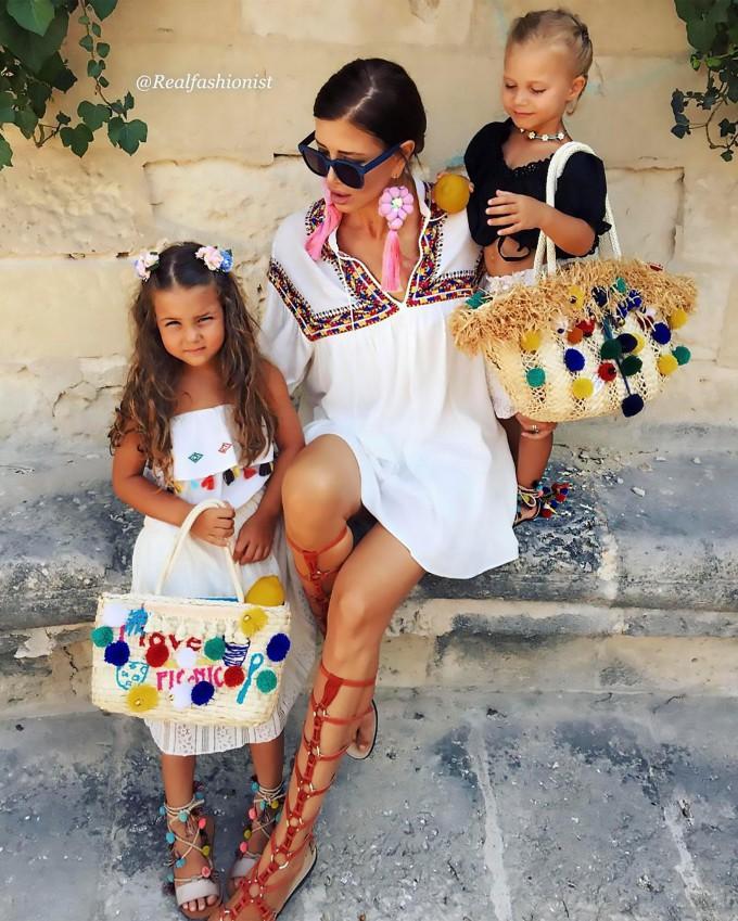 Жаклин (Zaklina) со своими внучками. Фото: Instagram / @realfashionist