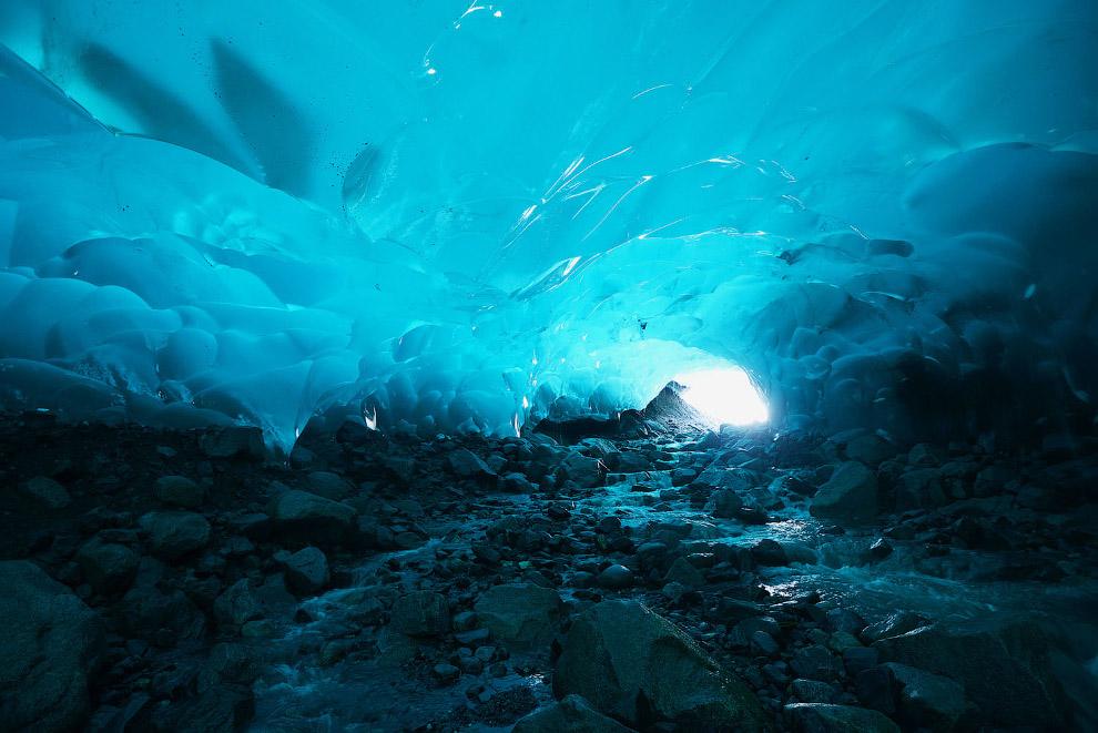 Красивейшая ледяная пещера
