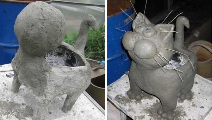 Замесите цементный раствор в пропорции 1:1, наденьте перчатки и приступите к формированию туловища котика. Для того чтобы сделать выпуклости, берите горсть цементного раствора и ложку сухого гипса. Выкатывайте шарики или другие заготовки, чтобы сделать красивого котика.
