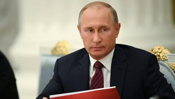 Путин получил альбом с фотог…