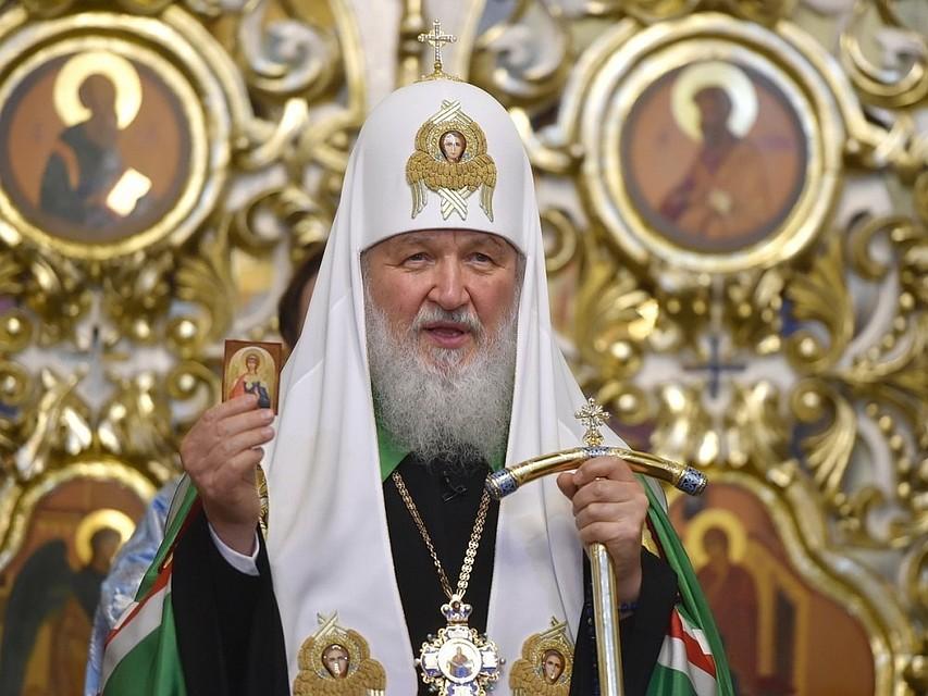 Патриарх Кирилл возложил на …
