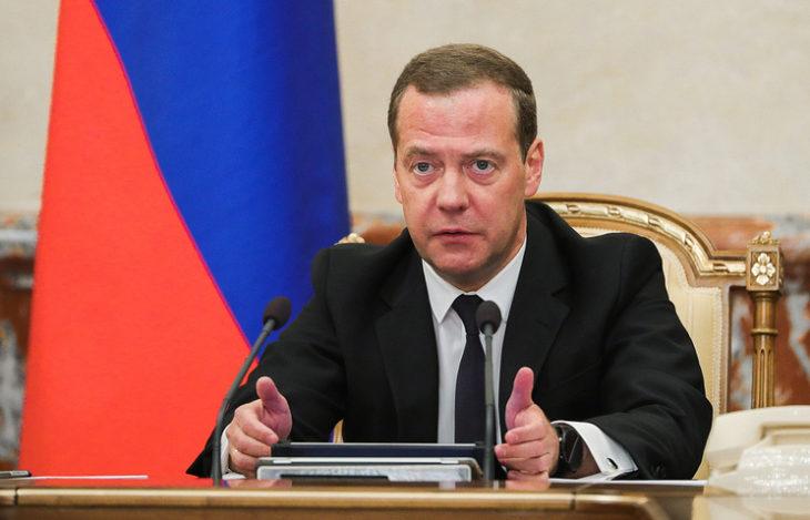 Медведев анонсировал повышение пенсионного возраста в России. Более 90% россиян выступили против повышения пенсионного возраста