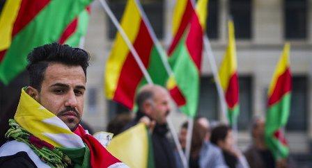 Полиция Берлина: неизвестные рассеяли дымовой шашкой митинг курдов