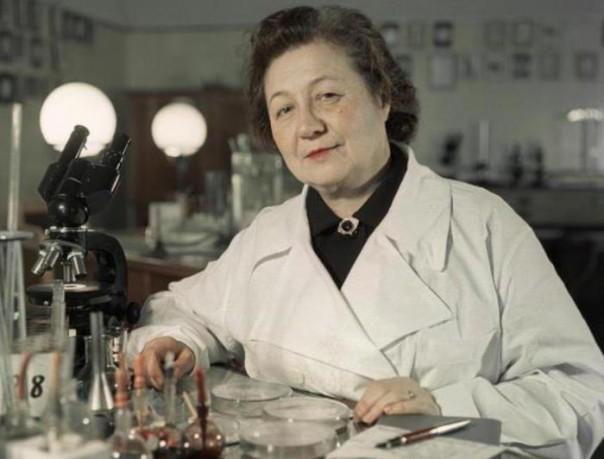 «Мисс Пенициллин» - советская женщина, которая ставила опыты на себе, чтобы найти лекарство от холеры