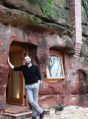 Он сбежал жить в пещеру, которой 250 млн. лет. А теперь там уютное жилище со всеми удобствами