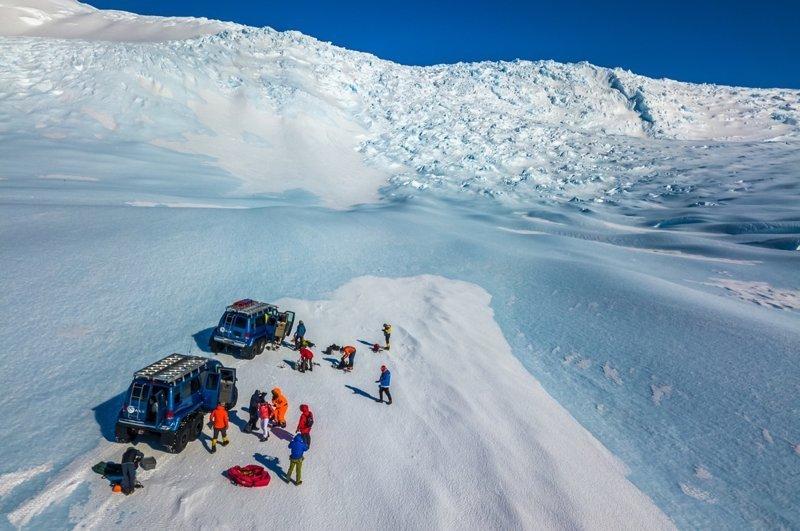 К леднику группу доставляют на таком транспорте антарктида, интересно, пик Винсона, путешествие, скалолазание, фотоотчет