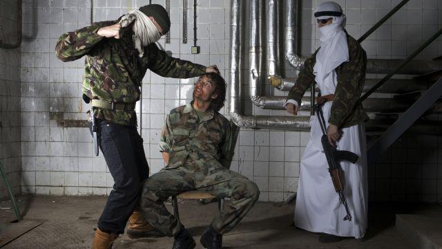 """Исламские радикалы забили до смерти мужчину-модель за """"тесные вещи и красоту"""""""